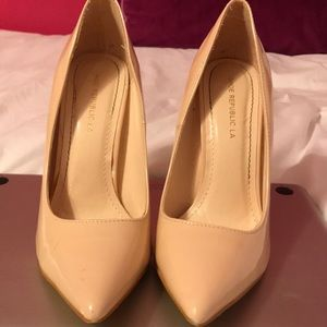 Pointy heel nude pumps